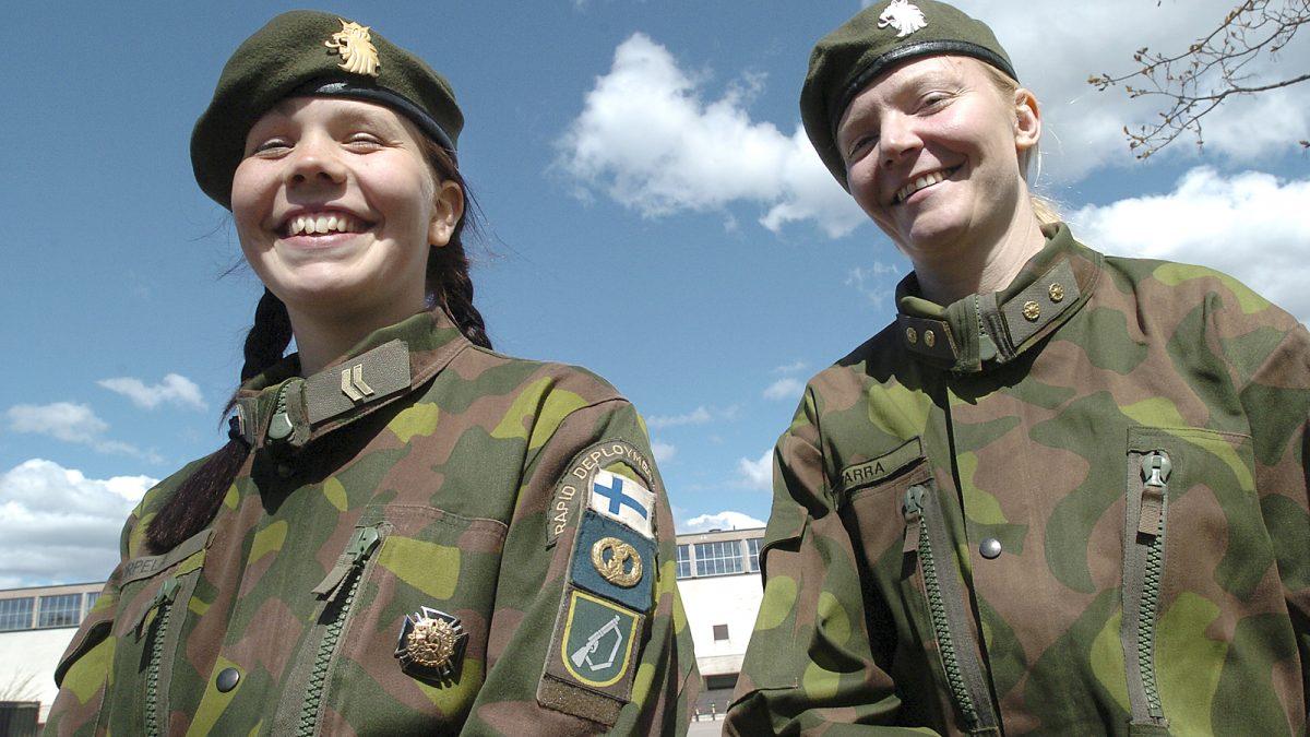 nainen armeijassa Karkkila