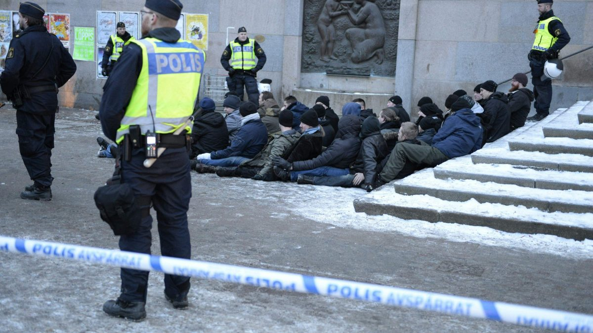 LKS 20160123 dmcf01; Swedish police surrounds an arrested group of neo-Nazis that staged an unannounced rally in Stockholm following a brawl on January 23, 2016. / AFP / TT NEWS AGENCY / TT NEWS AGENCY / Jessica Gow - LEHTIKUVA / AFP Instructions: Sweden OUT