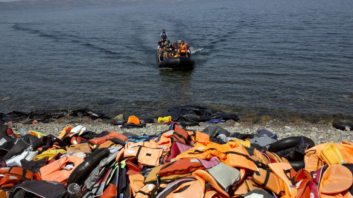LKS 20160103 LKS 20151228 -03; Migrants arrive on the shores of the Greek island of Lesbos after crossing the Aegean Sea from Turkey on a dinghy on September 10, 2015. The EU unveiled plans to take 160,000 refugees from overstretched border states, as the United States said it would accept more Syrians to ease the pressure from the worst migration crisis since World War II. LEHTIKUVA / AFP PHOTO / ANGELOS TZORTZINIS / AFP / ANGELOS TZORTZINIS Instructions: AFP PICTURES OF THE YEAR 2015