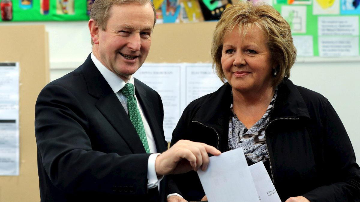 LKS 20160227 Irish Prime Minister and Fine Gael leader Enda Kenny (L) and his wife Fionnuala vote at St Anthony's Primary School in Castlebar, western Ireland, on February 26, 2016, during a general election. Voting got under way in Ireland on Friday in an election which could see it become the latest eurozone country to face political instability as anger against hardship and austerity erodes support for traditional parties. / AFP / PAUL FAITH - LEHTIKUVA / AFP