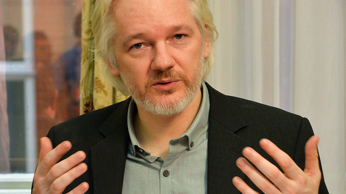 LKS 20160114 LKS 20150618 4362; FILES - WikiLeaks founder Julian Assange gestures during a press conference inside the Ecuadorian Embassy in London on August 18, 2014 where he has been holed up for two years. Swedish prosecutors said on June 15, 2015 they had submitted a request to British and Ecuadorian authorities to question WikiLeaks founder Julian Assange in London in June and July over rape allegations. LEHTIKUVA / AFP PHOTO / POOL / JOHN STILLWELL