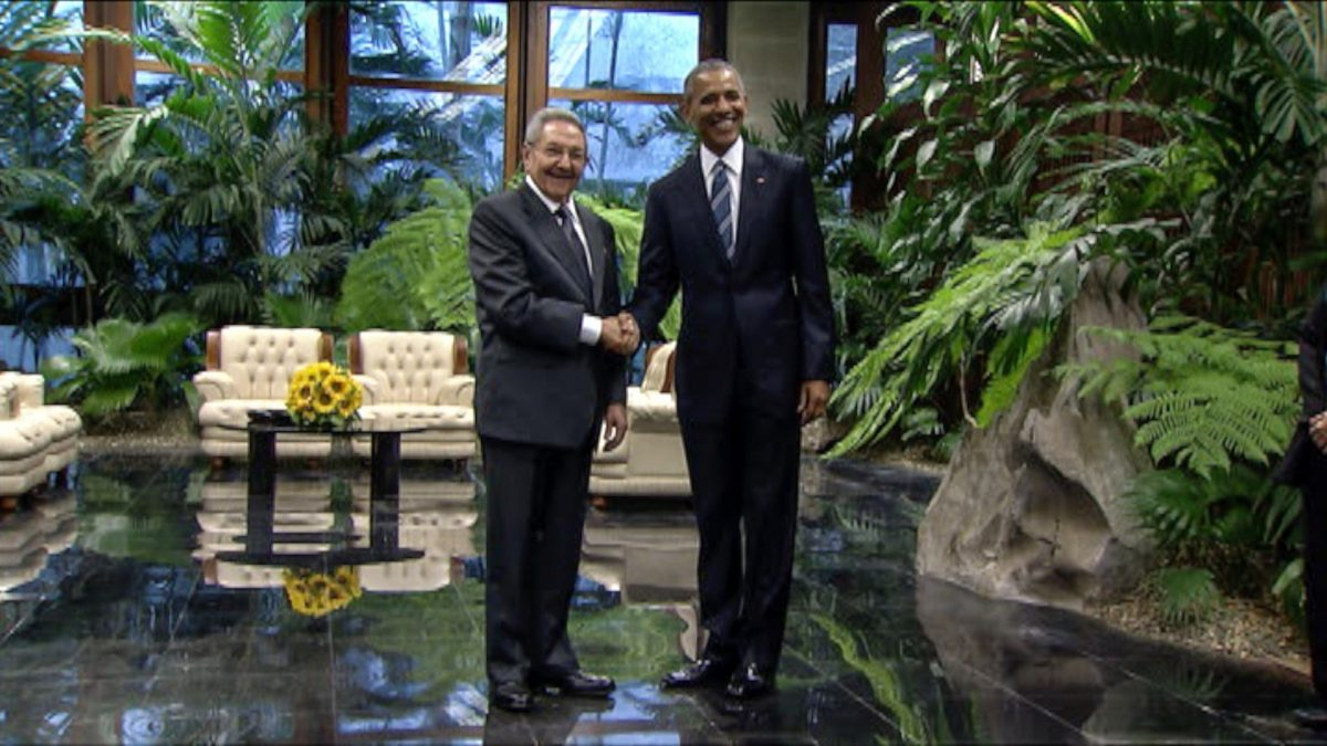 LKS 20160321 - CUB202; Video grab released by the Cuban TV of Cuban President (L) shaking hands with US President Barack Obama at the Revolution Palace in Havana on March 21, 2016. US President Barack Obama and his Cuban counterpart Raul Castro met Monday in Havana's Palace of the Revolution for groundbreaking talks on ending the standoff between the two neighbors. LEHTIKUVA / AFP PHOTO / CUBAN TV