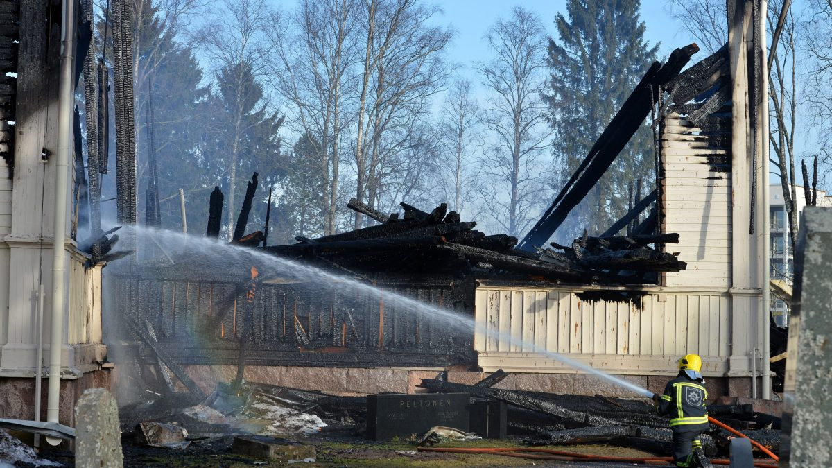 The ruins of the wooden church of Ylivieska on Sunday, 27th of March 2016. Police has apprehended one suspect who has tentatively admitted that he is guilty to the arson. LEHTIKUVA / TOMI HIRVINEN