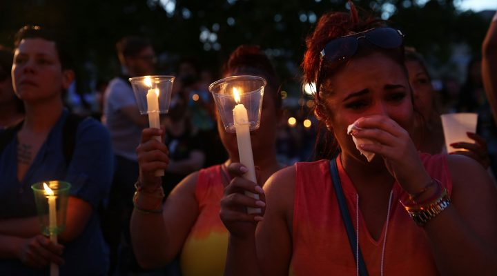 LKS 20160620 ORLANDO, FL - JUNE 19: People attend a memorial service on June 19, 2016 in Orlando, Florida. Thousands of people are expected at the evening event which will feature entertainers, speakers and a candle vigil at sunset. In what is being called the worst mass shooting in American history, Omar Mir Seddique Mateen killed 49 people at the popular gay nightclub early last Sunday. Fifty-three people were wounded in the attack which authorities and community leaders are still trying to come to terms with. LEHTIKUVA / Spencer Platt / Getty Images / AFP