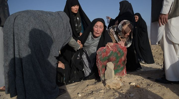LKS 20160725 SM650; An elderly mother (C) mourns at the grave of her son after he was killed in the July 23 twin suicide attack in Kabul on July 25, 2016. Kabul was plunged into mourning after its deadliest attack for 15 years killed 80 people and left hundreds maimed, reigniting concern that the Islamic State group was seeking to expand its foothold in Afghanistan. / AFP / SHAH MARAI - LEHTIKUVA / AFP