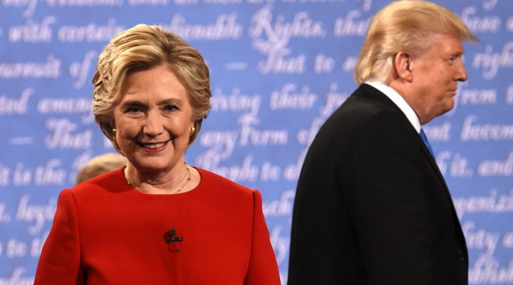 LKS 20160927 Democratic nominee Hillary Clinton (L) and Republican nominee Donald Trump leave the stage after the first presidential debate at Hofstra University in Hempstead, New York on September 26, 2016. / AFP / Timothy A. CLARY - LEHTIKUVA / AFP