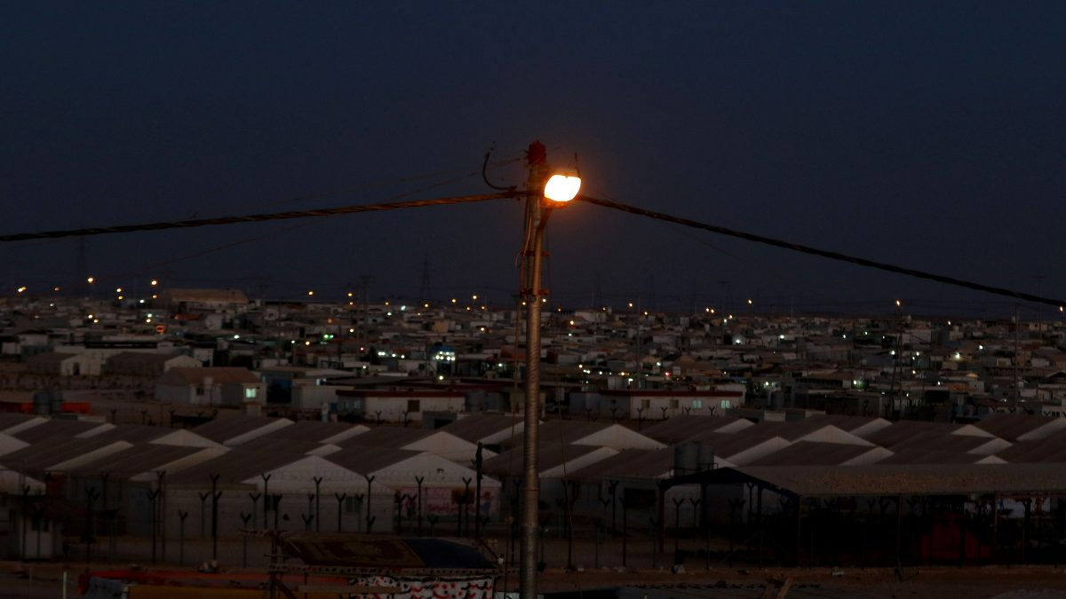 LKS 20161004 AMM20; A general view of the Zaatari refugee camp, located close to the northern Jordanian city of Mafraq near the border with Syria, on July 14, 2016. Zaatari camp, 80 kilometres (50 miles) north of the capital Amman, is home to some 80,000 refugees from the brutal war in neighbouring Syria. The Czech Republic government has funded a project to provide new electric power network at the refugee camp.   / AFP / KHALIL MAZRAAWI - LEHTIKUVA / AFP