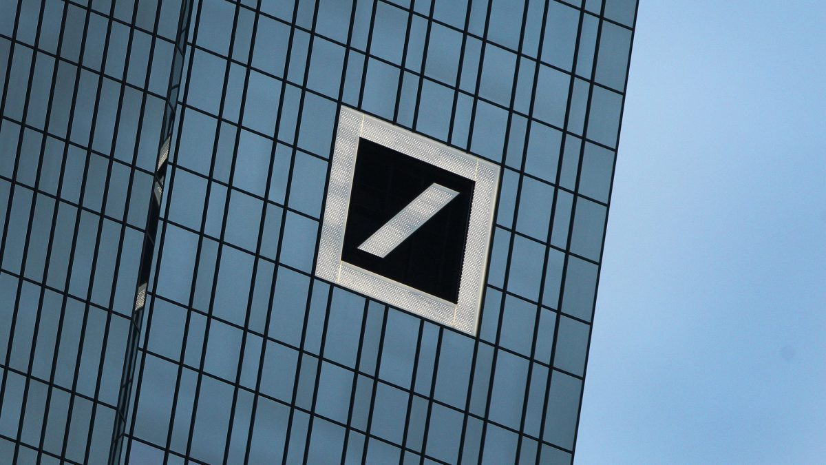LKS 20160930 28-01-16-ROL014; (FILES) This file photo taken on January 28, 2016 in Frankfurt shows the headquarter building of Deutsche Bank, Germany's biggest lender. Shares in German lender Deutsche Bank plunged in Frankfurt on September 16, 2016 on news that US authorities were seeking a record $14 billion fine, opening 8 percent lower. / AFP / DANIEL ROLAND - LEHTIKUVA / AFP