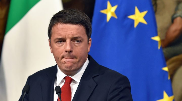 LKS 20161203 Italian Prime Minister Matteo Renzi reacts during a joint press conference with the Italian Minister of Economy and Finance at Palazzo Chigi in Rome on November 28, 2016. European stock markets retreated on November 28, 2016, dragged down by falling banking stocks ahead of a crucial Italian referendum at the end of week. Tensions between Italian Prime Minister Matteo Renzi and the EU have reached a boiling point ahead of the referendum on constitutional reform on December 4, 2016. LEHTIKUVA / AFP PHOTO  Andreas Solaro