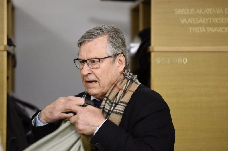 """""""Niin paksua solvausta"""" – kokoomuskonkari vaatii Suomen hallituksen edellyttävän Virolta anteeksipyyntöä"""