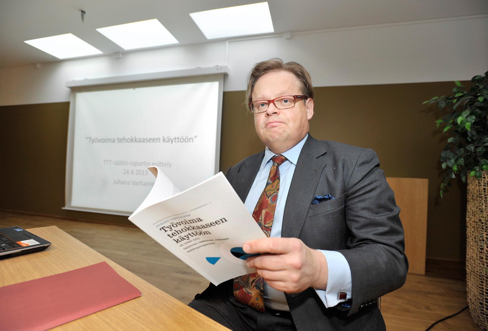 Juhana Vartiainen puhuttaa.